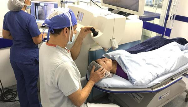Dr Gabriel Oliveros | Cirujano Oftalmológico